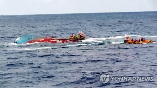 搜救中国沉船船员