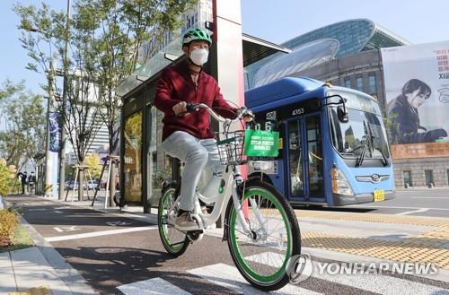 首尔市长骑共享单车
