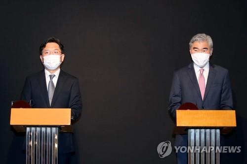 韩美对朝代表会见记者