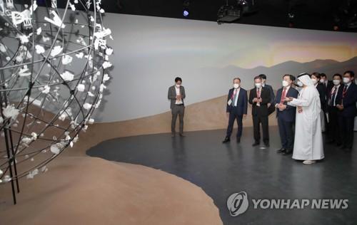 韩产业部长官参观迪拜世博会