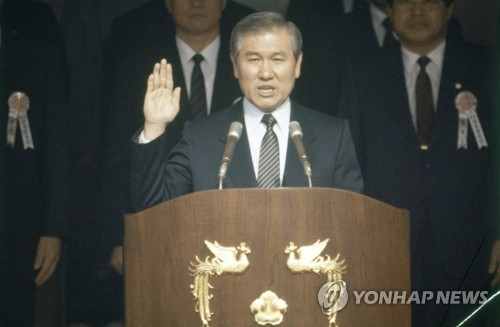韩已故前总统卢泰愚一生功过荣辱参半