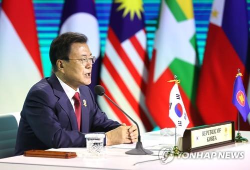文在寅出席东盟与韩中日峰会