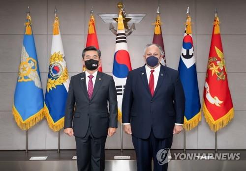 韩防长接见美国海军部长