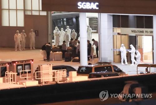 """韩赴日撤侨专机返抵首尔 接回""""钻石公主""""号上7人"""