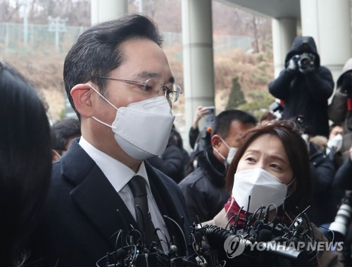 详讯:李在镕行贿案重审获刑2年半当庭被捕